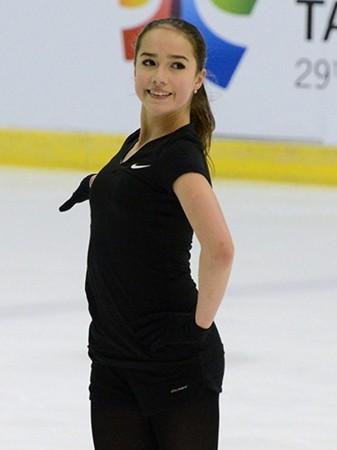 アリーナ・ザギトワ選手 世界ジュニア選手権(台北)公式練習、超高難度コンビネーションを余裕で着氷!『3Lz,3Lo,3Loとなっ?!』
